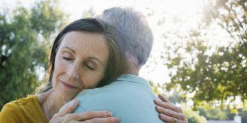 Senioren haben viele Möglichkeiten, der Einsamkeit im Alter zu entrinnen.